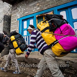 Portatori nepalesi