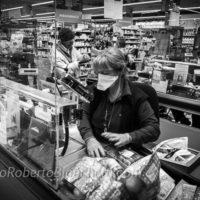 Un supermercato del paese tra i primi con le protezioni per i clienti